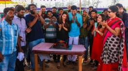 irumbu thirai movie shooting