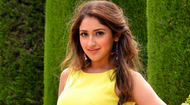 sayesha denies rumours act in thalapathy 62