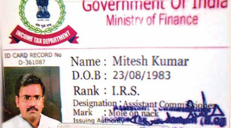 fake income tax officer escaped in deepa house