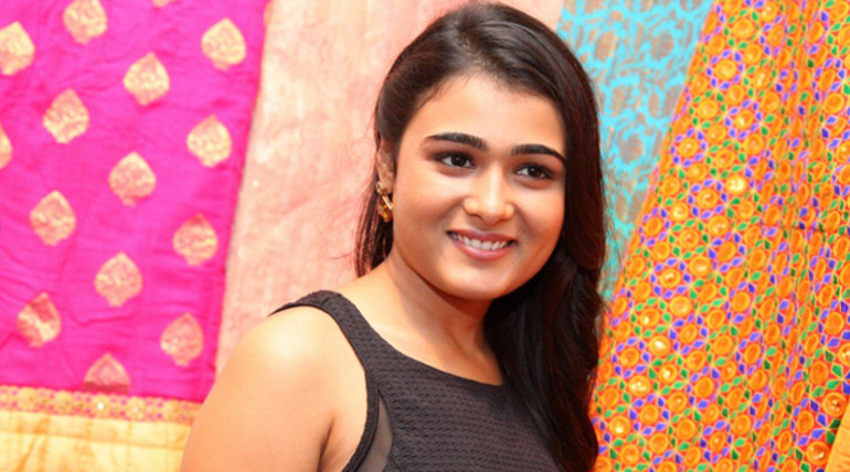 shalini pandey singing song release