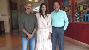 இயக்குனர் ராதா மோகன் இயக்கத்தில் நடிகை ஜோதிகா தும்ஹரி சுலு தமிழ் ரீமேக்கில் நடிக்க உள்ளார். இந்த படத்தில் தற்போது நடிகை மற்றும் தொகுப்பாளர் மஞ்சு லட்சுமி இணைந்துள்ளார், Image Credit - @sri50 (Twitter)