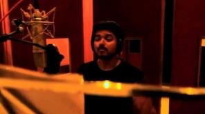 ஏஆர் ரஹ்மான் இசையமைப்பில் ஒரு பாடலை தளபதி விஜய் பாடவுள்ளார்.