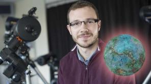 சூரிய குடும்பத்தின் அருகில் உள்ளதால் அதன் வெப்பம் 2000°C அளவில் இருக்கிறது. Dr David Armstrong. photo credit - University of Warwick