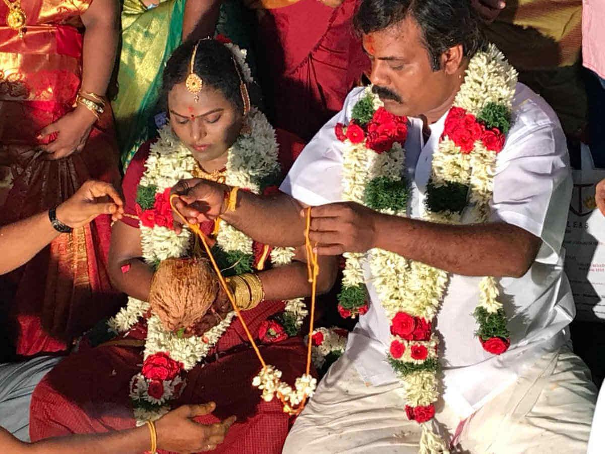 சென்னை வடபழனி கோவிலில் நடந்து முடிந்த முனீஸ்காந்த் திருமணம்
