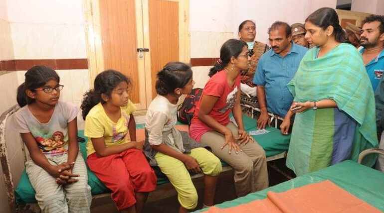 ட்ராக்கிங்காக சென்ற 39 மாணவியரில் காட்டு தீயில் சிக்கி 27 பேர் பலி, 9 பேர் உயிரிழப்பு.