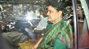 இறந்த தனது கணவரை காண 15 நாட்கள் பரோல் கேட்டு சசிகலா மனு.