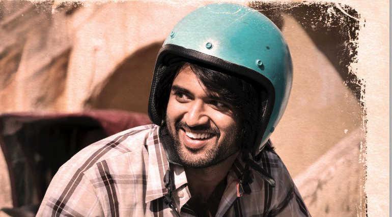 நடிகையர் திலகம் படத்தில் நடிகர் விஜய் தேவரகொண்டா போட்டோகிராபர் கதாபாத்திரத்தில் நடித்துள்ளார்