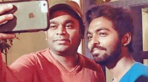 நடிகர் மற்றும் இசையமைப்பாளரான ஜிவி பிரகாஷ் குமார், இசைப்புயலின் இசையில் 'பீட்டர் பீட்ட ஏத்து' என்று தொடங்கும் ஓப்பனிங் பாடலை பாடியுள்ளார்.