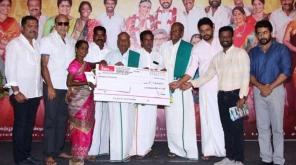 தமிழக விவசாயிகளின் நலனுக்காக 2டி என்டர்டெய்ன்மெண்ட் நிறுவனம் சார்பில் நடிகர் சூர்யா மற்றும் படக்குழுவினர் இணைந்து வழங்கியுள்ளனர்.