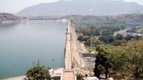 இந்த ஆண்டில் மட்டும் இரண்டாவது முறையாக மேட்டூர் அணை 120அடியை எட்டியுள்ளது. இதனால் 12 மாவட்டங்களுக்கு வெள்ள அபாய எச்சரிக்கை விடப்பட்டுள்ளது.